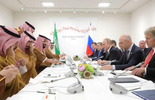 Rusia y Arabia Saudita apoyan recorte de producción de la OPEP