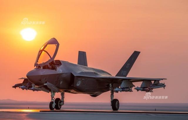 «الطائرة الشبحية F35» آخر ما وصل إليه الطيران الحربي - صفحة 3 Dutch%2BAir%2BForce%2BF-35A%2Bpilots%2Btest%2Bfires%2Bfirst%2BAIM-9X%2Bmissile%2Bin%2BF-35%2B2