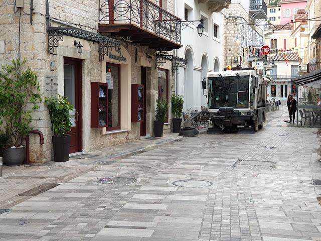 """Αγώνας των συνεργείων καθαριότητας στο Ναύπλιο για... """"καθαρή"""" Δευτέρα"""