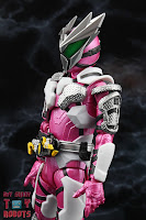 S.H. Figuarts Kamen Rider Jin Flying Falcon 09