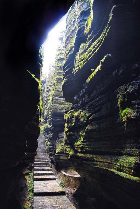 ป่าหินซาปู้ยา (Suobuya Stone Forest: 梭布垭石林)