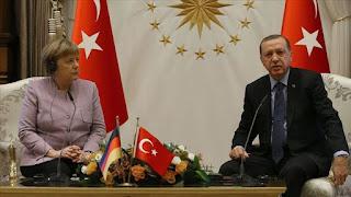 أردوغان يطالب ميركل بتقاسم أعباء اللاجئين