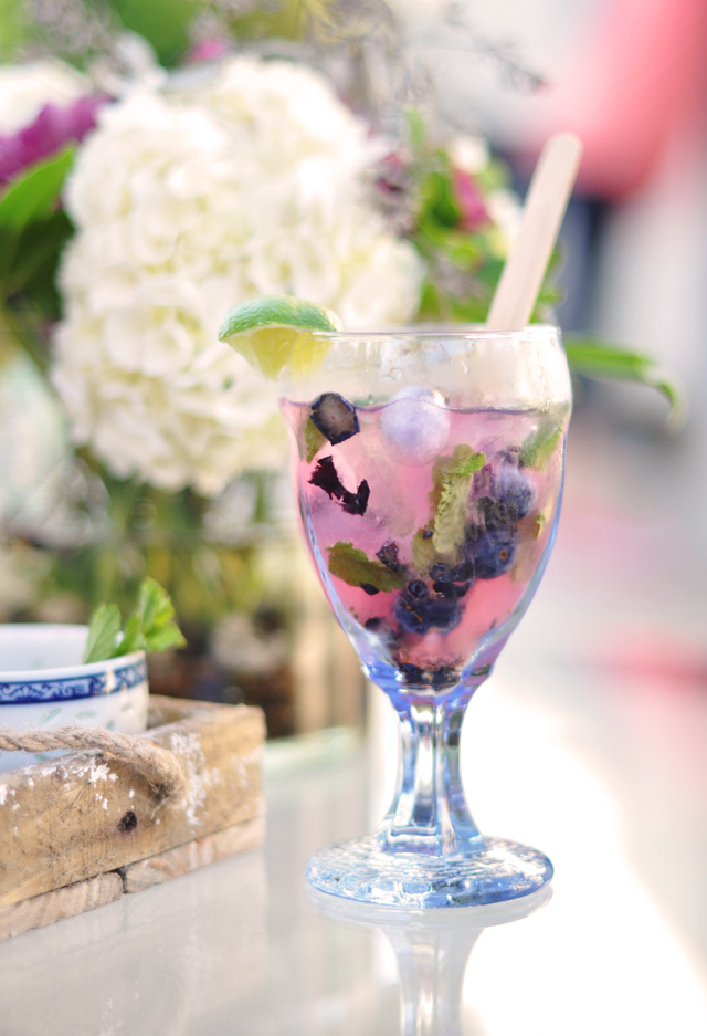 blueberry mojito recipe, mojitos from scratch, summer cocktails, pretty drink photos