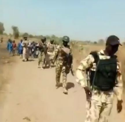 (Insecurity) Video of Soldiers Accompanying Children To School In North-Eastern Nigeria #hypebenue