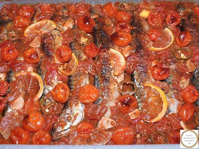 Peste macrou la cuptor cu sos de rosii reteta,