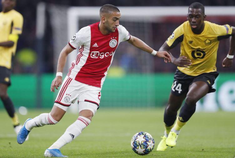 Hakim Ziyech duels for the ball against Boubakary Soumare