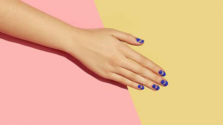 Это домашнее средство эффективно укрепит ломкие ногти и ускорит их рост в разы
