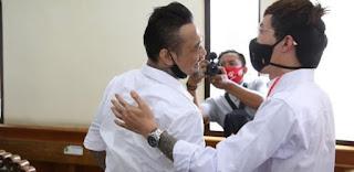 Beri Dukungan, dr Tirta Hadir di Persidangan dan Sampaikan 6 Poin Ini yang Masuk Pledoi Jerinx