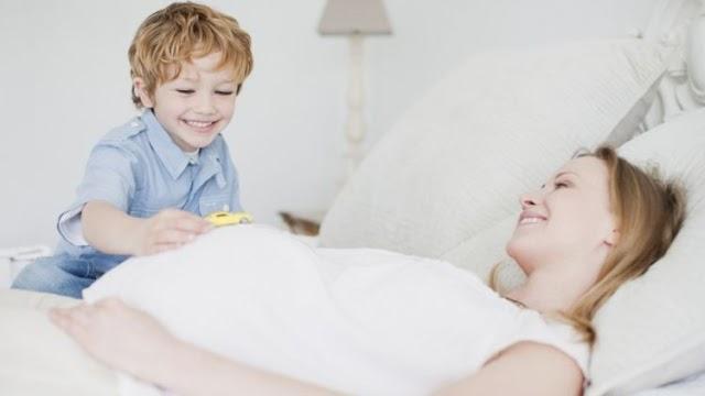 7 Tips Siapkan Anak Terima Kehadiran Adik Bayi