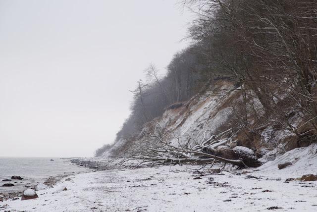 Der Abenteuer-Strand: Rau, steinig, spannend. Bei uns im Norden in Schleswig-Holstein, nördlich von Kiel, liegt diese tolle Steilküste!