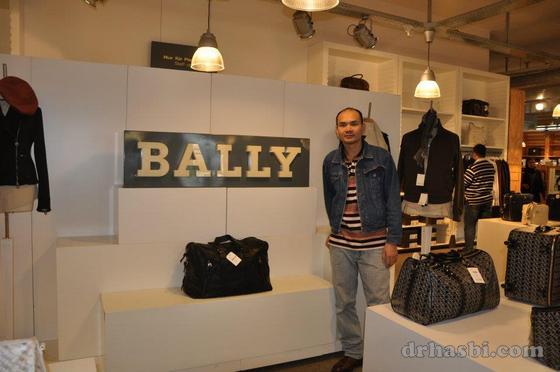 Kilang jenama Bally di Zurich Switzerland