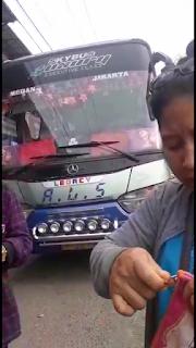 Penumpang Mengeluh Pelayanan Yang Buruk Di Lakukan Oleh Managemen Kantor Bus Antar Lintas Sumatera ALS