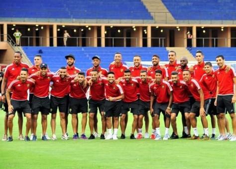 """14 لاعبا من الوداد والرجاء وبانون أكبر الغائبين.. عموتة يكشف عن تشكيلة """"الأسود"""" لمواجهة الجزائر"""