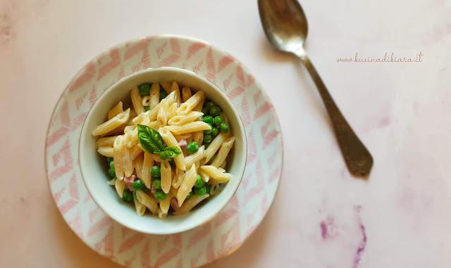 Pasta alle 4P: parmigiano, panna, prosciutto e piselli