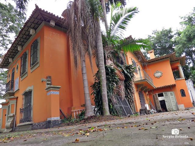 Vista ampla de um antigo Casarão na Praça Buritama - Jardim Europa - São Paulo