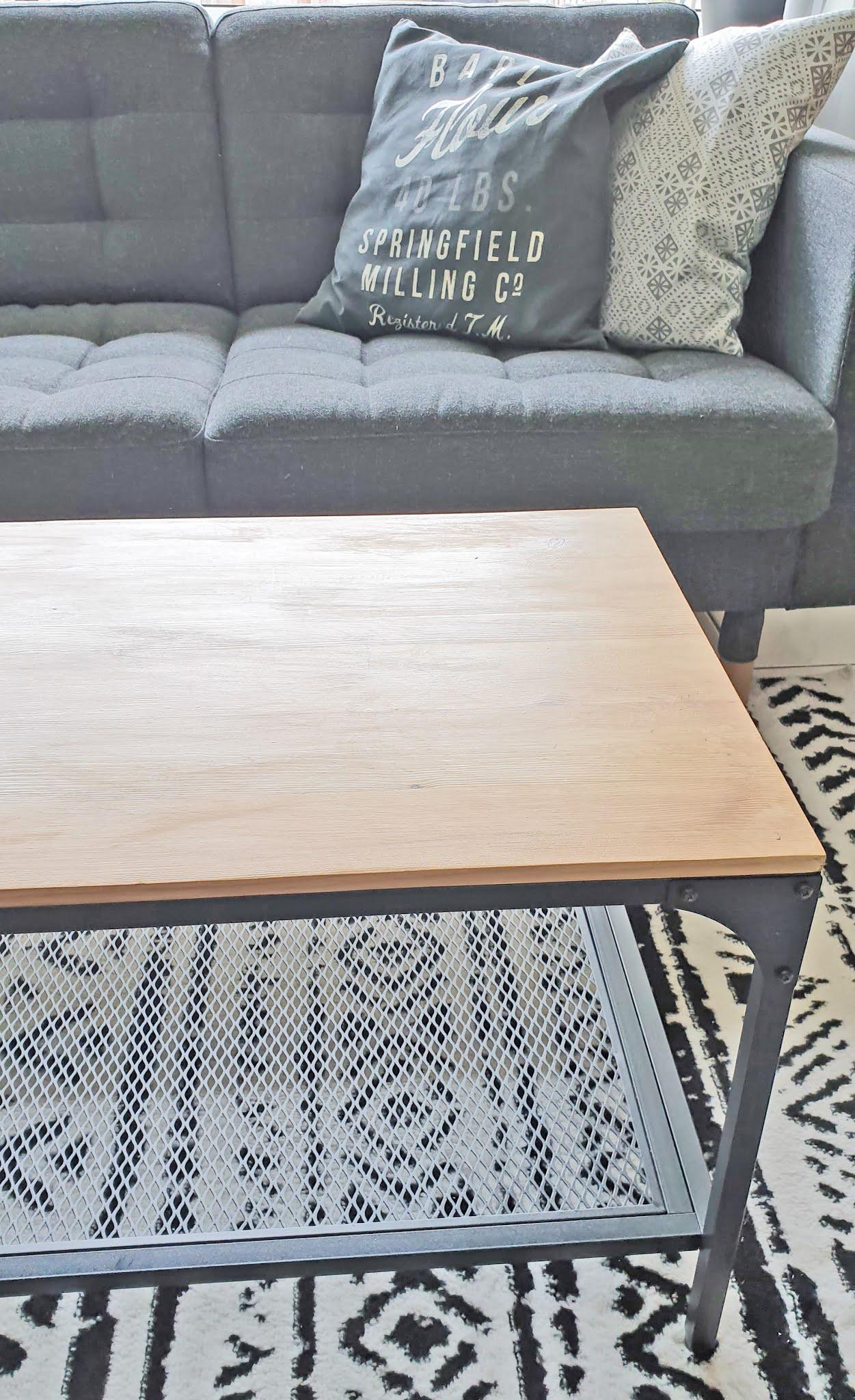 renowacja drewnianego stolika