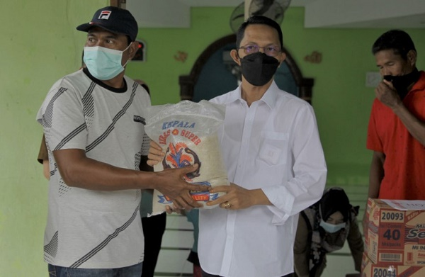 Wawako Batam Kembali Tinjau Lokasi Longsor, Banjir dan Berbagi Sembako