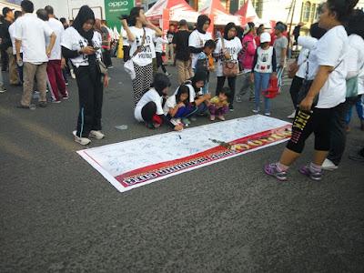 Pengguna Kaos #2019 Ganti Presiden, Jalan Santai Berolahraga di CFD Adipura