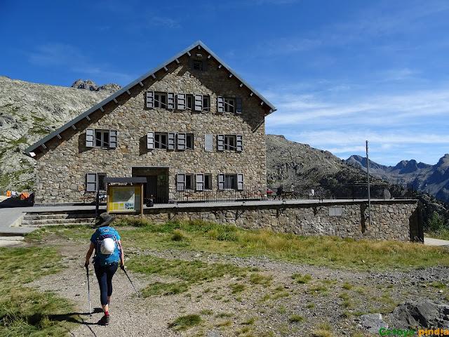 Llegando al Refugio de los Ibones de Bachimaña