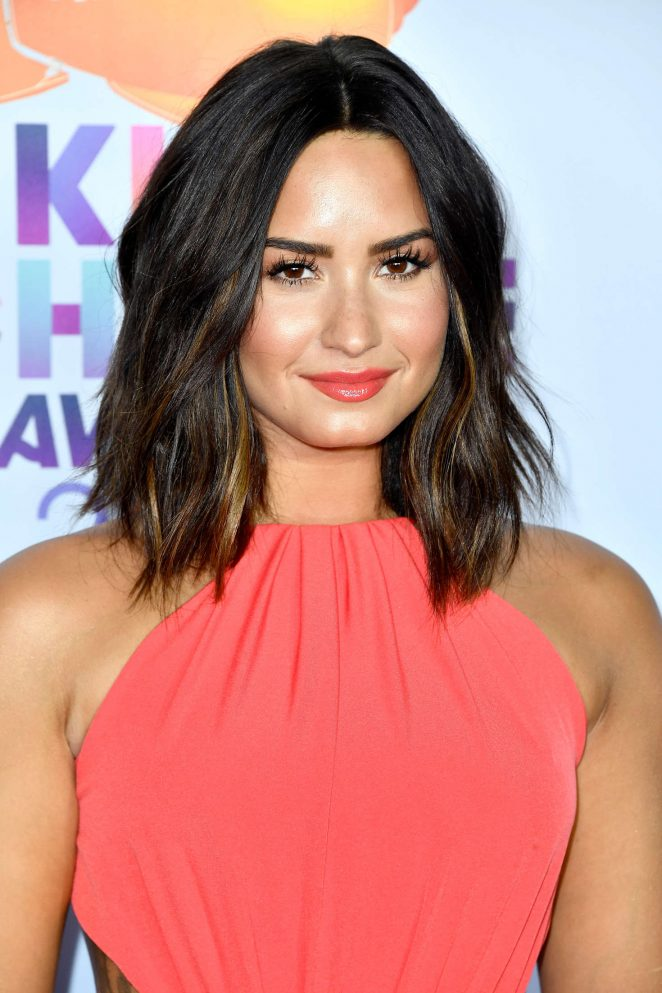 Demi Lovato flaunts new hairdo at the 2017 Nickelodeon Kids' Choice Awards
