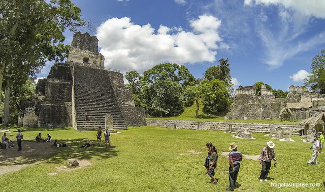 Templo da Lua e Acrópole Norte em Tikal, Guatemala