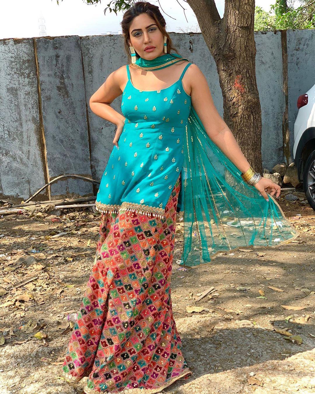 Surbhi-Chandna-Age-Height-Boyfriend-Family