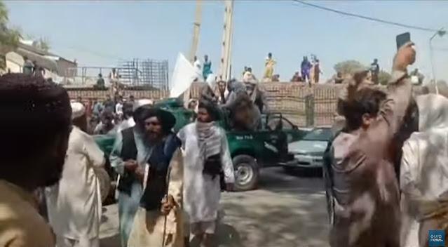Το Αφγανιστάν στα χέρια των Ταλιμπάν - Κατέλαβαν χωρίς αντίσταση την Καμπούλ (βίντεο)