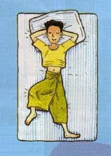 Tidur Terlentang dengan Tangan Menopang Kepala