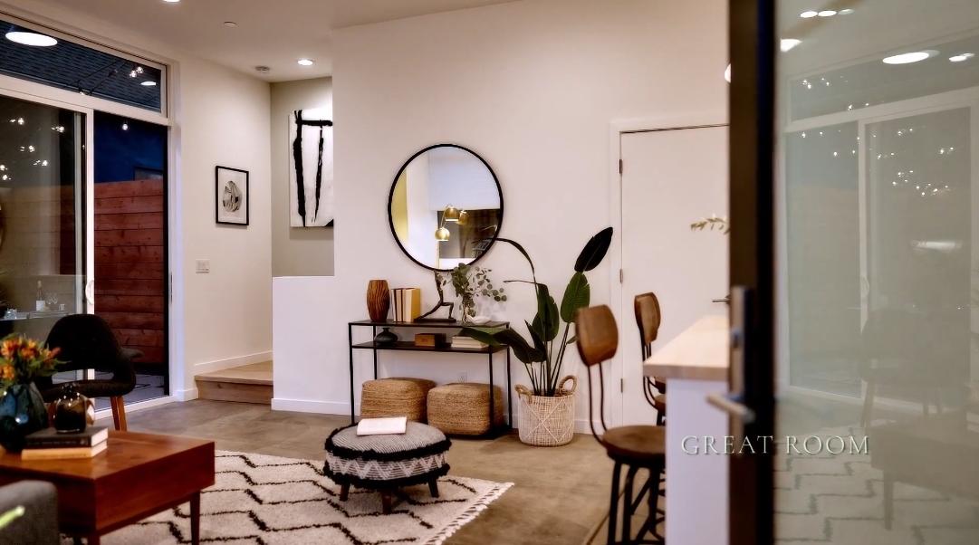 15 Interior Design Photos vs. 741 Apgar St, Oakland, CA Home Tour