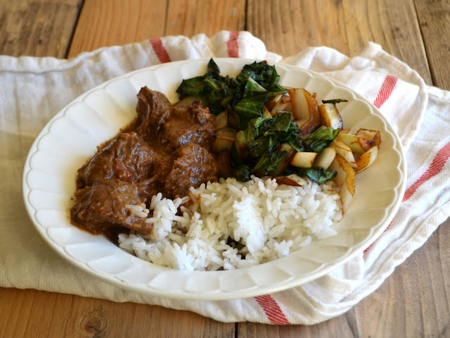 Pittig stoofvlees met paksoi en rijst