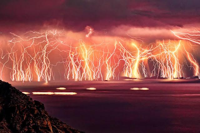 A severe thunderstorm sparked, lightning show