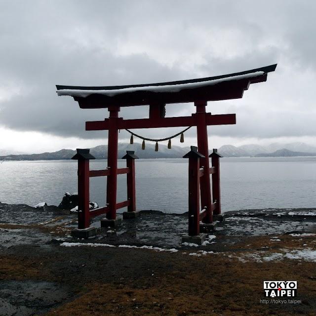 【御座石神社】田澤湖邊孤立的鳥居 來向龍子姬神求美貌