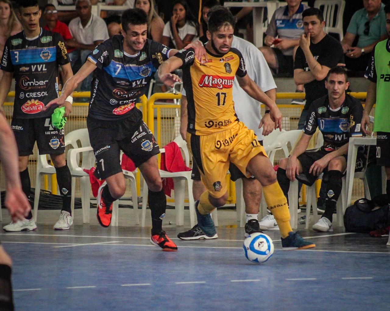 Magnus de Leandro Lino e Pato de Neguinho fizeram um jogo emocionante em  Sorocaba 4a78520e1b59b