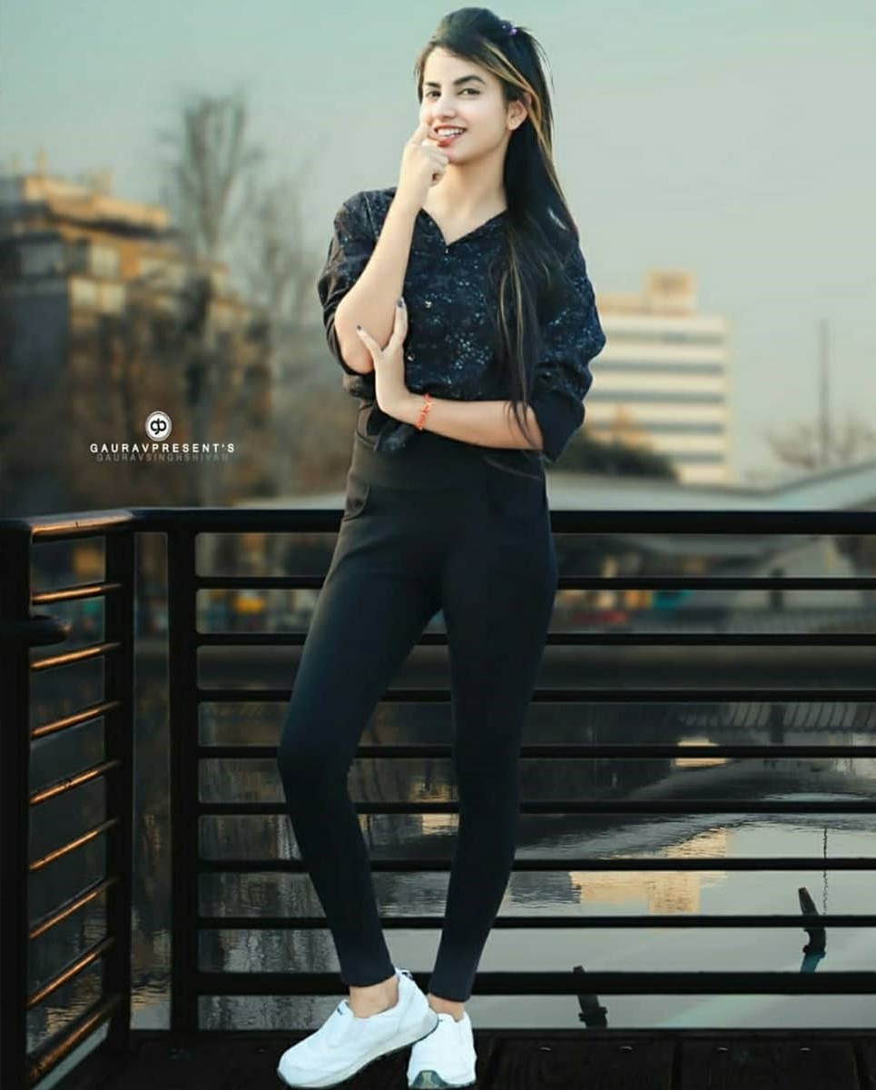 priyanka mongia in black dress
