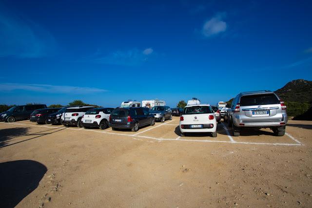 Spiaggia di Cala Sinzias-Parcheggio