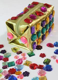 Renkli Taşlarla Çanta Süsleme