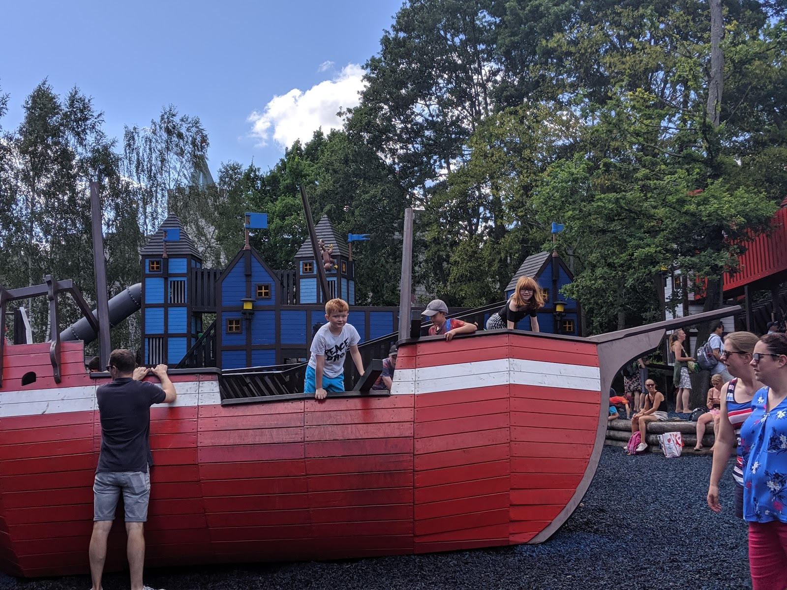 Exploring the Southern Merlin Theme Parks with Tweens  - LEGOLAND play park