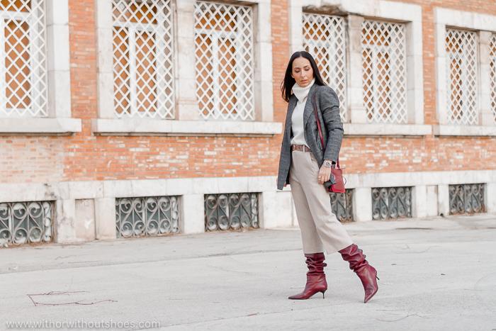 Streetstyle look con blazer y culottes de zara en tonos neutros y botas slouchy color burdeos AGL