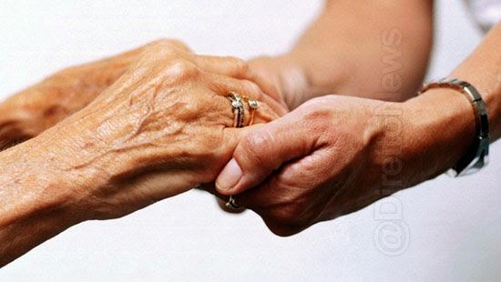 juiza relacao familiar cuidadora idosa direito