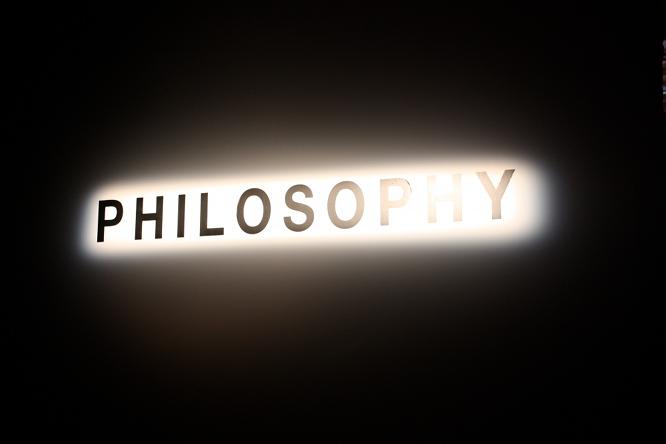 Vài so sánh giữa triết học phương Đông và triết học phương Tây