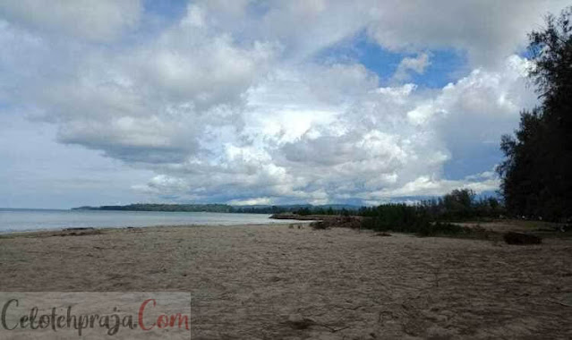 Pantai Hoya Gunung Sitoli