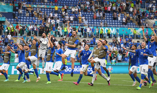 Italy players celebrating a victory at EURO 2020