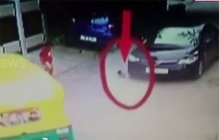Child Escape From Car Accident in Bangalore