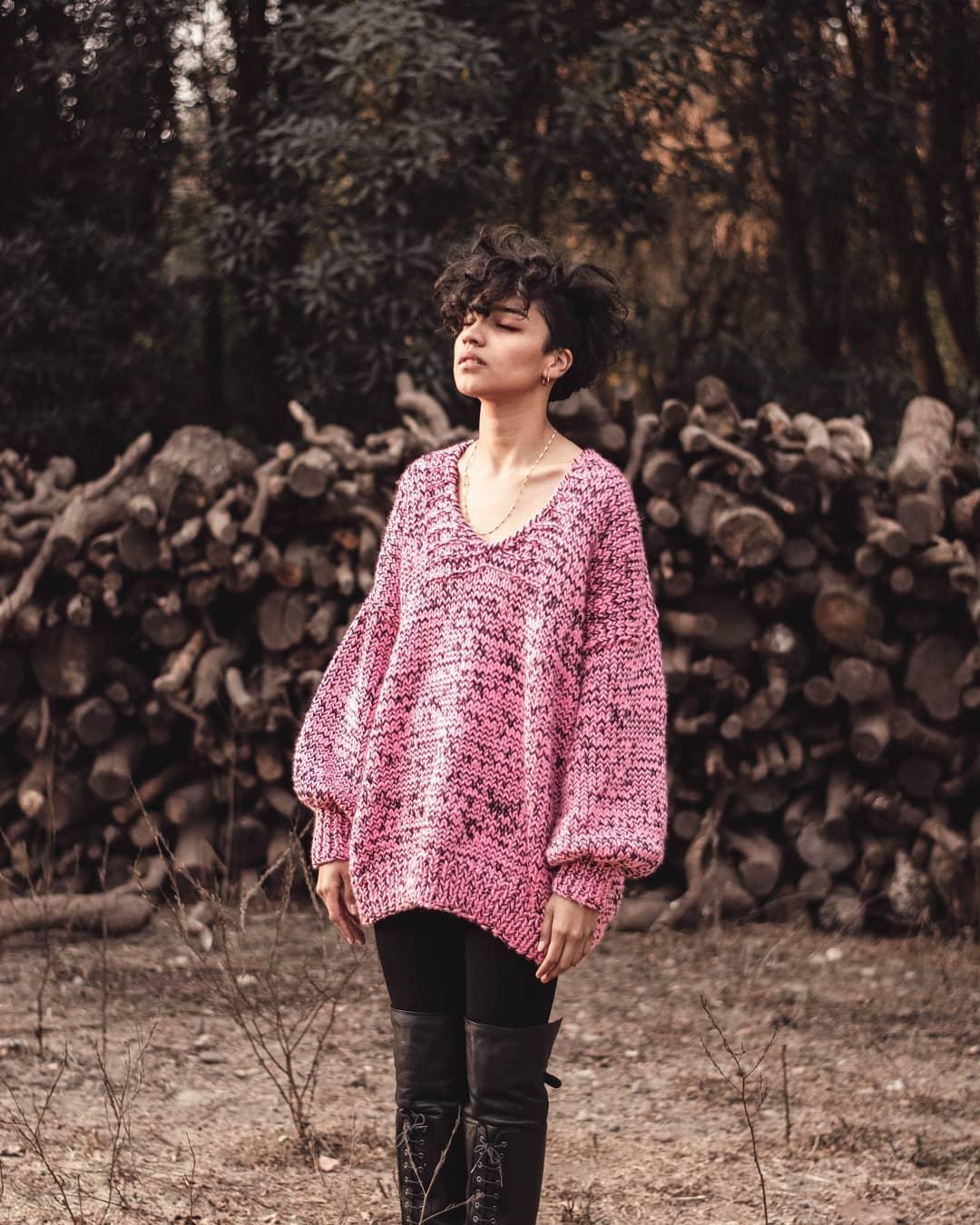 En la foto chaleco Leontina rosado cuello en v