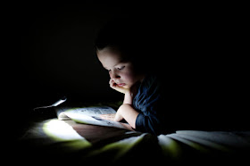 Theboegis : Does Reading In the Dark Make Eyes Damaged?