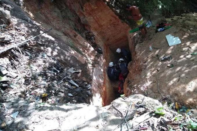 Idoso é resgatado após cair em buraco no fim de ribanceira na Bahia