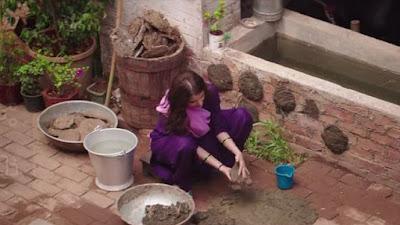 अनुष्का शर्मा फिल्म सुल्तान में कण्डे पाथते हुए