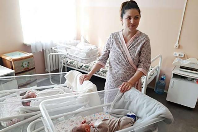 في حالة نادرة للغاية، ولدت سيدة توأمًا بفاصل 11 أسبوعًا بين الولادتين.. صور