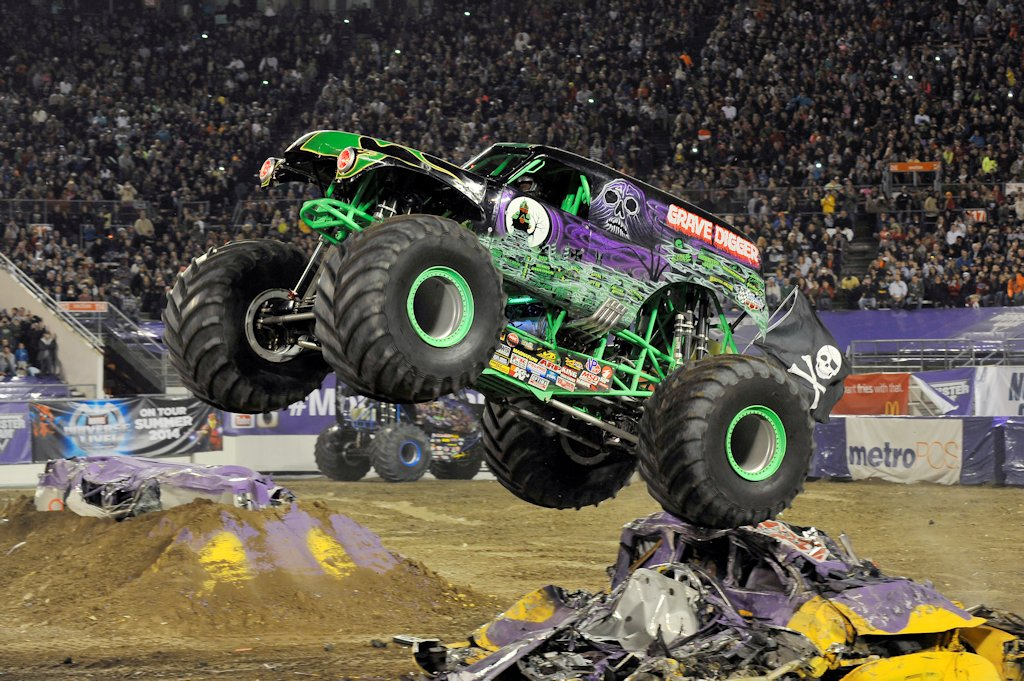 meet the monster jam manila trucks for 2016 philippine car news car reviews automotive. Black Bedroom Furniture Sets. Home Design Ideas
