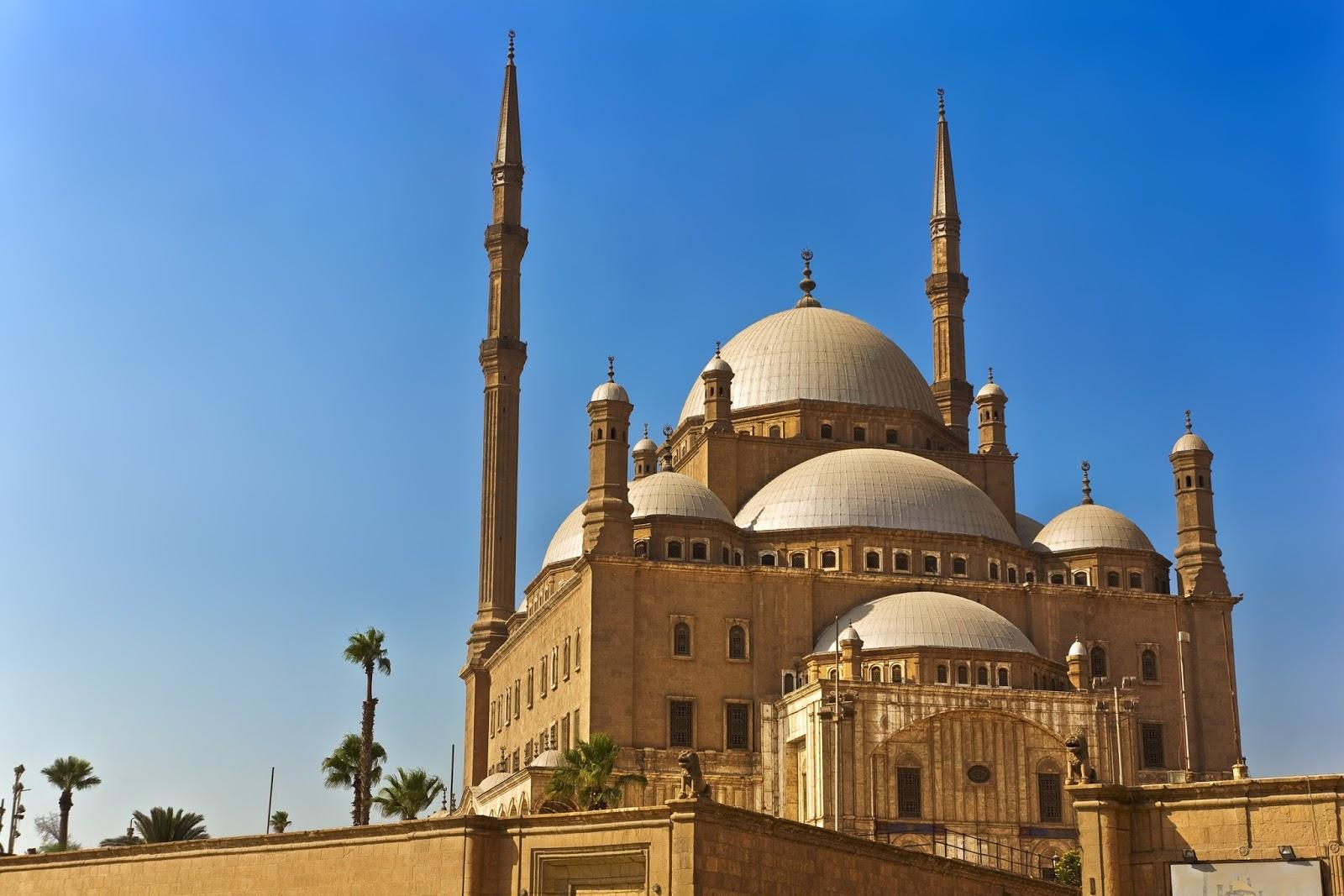 خلفيات فخمة اثرية لمعالم حضارية عريقة  بمصر وقبة جامعة القاهرة